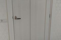 Binnendeuren afgehangen